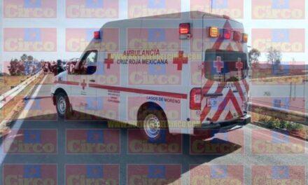 ¡Volcadura de camioneta en Lagos de Moreno dejó 1 muerto y 1 lesionado!