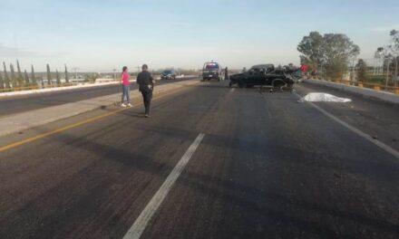 ¡1 muerto y 1 lesionada grave tras choque-volcadura de una camioneta en Aguascalientes!