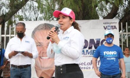 ¡Recibe Laura Ponce apoyo del sector económico!