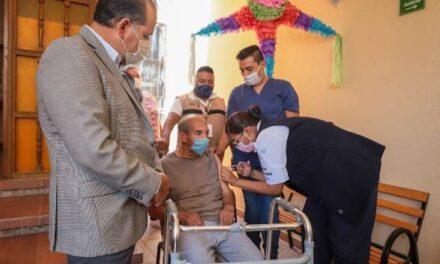 ¡Supervisa gobernador brigadas de vacunación contra COVID-19 en asilos de Aguascalientes!