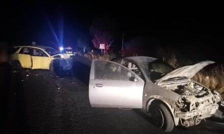¡Choque entre una camioneta y un auto en Aguascalientes dejó 1 muerto y 5 lesionados!