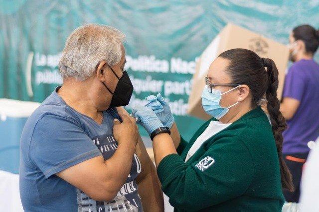 ¡Francisco Márquez Díaz hace llamado a la población para confiar en la vacuna contra COVID!