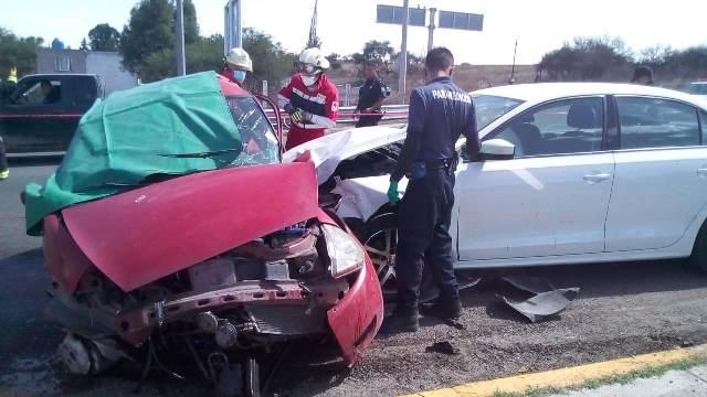 ¡Choque entre 2 autos dejó saldo de 1 muerto y 3 lesionados en Aguascalientes!
