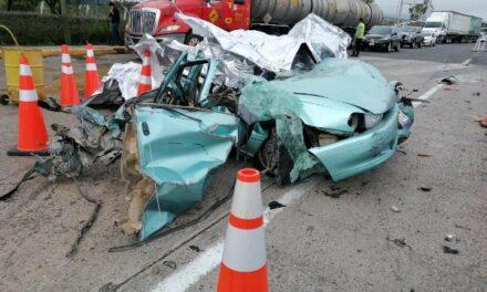 ¡Tráiler embistió 10 vehículos en Jalostotitlán: 4 muertos y 8 lesionados!