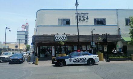 ¡Pistolero asaltó una tienda OXXO en el Centro de Aguascalientes y se llevó entre $5 mil y $8 mil en efectivo!