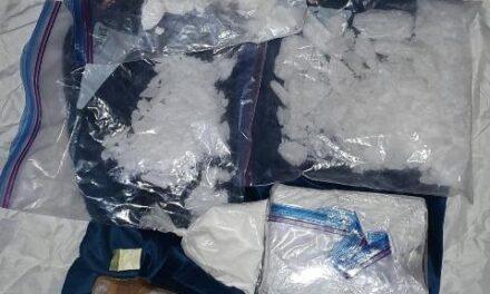 """¡FGE y SSPE aseguraron más de 2 kilos de """"crystal"""" y cocaína tras cateo en narco-domicilio en Aguascalientes!"""