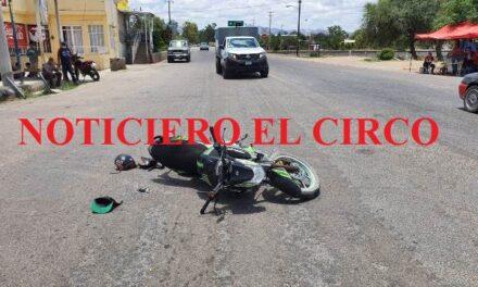 ¡Grave motociclista que chocó contra una camioneta en Tepezalá, Aguascalientes!