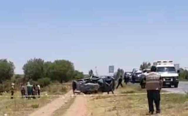 ¡1 muerto y 3 lesionados tras volcadura de camioneta en Fresnillo!