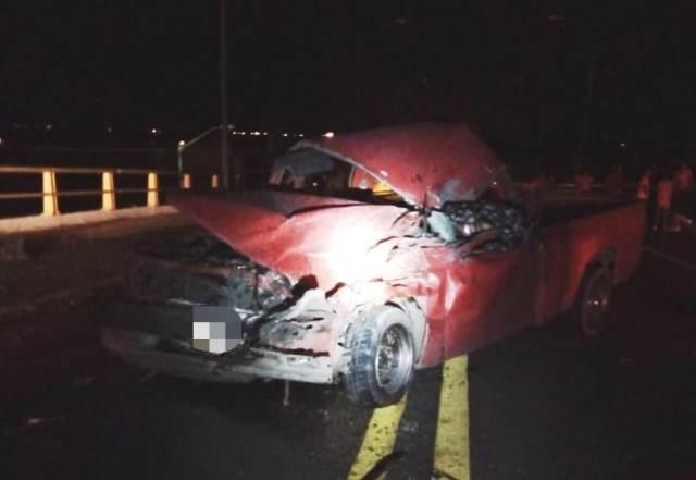 ¡1 muerto y 6 lesionados tras choque frontal entre una camioneta y un camión de transporte de personal en Aguascalientes!