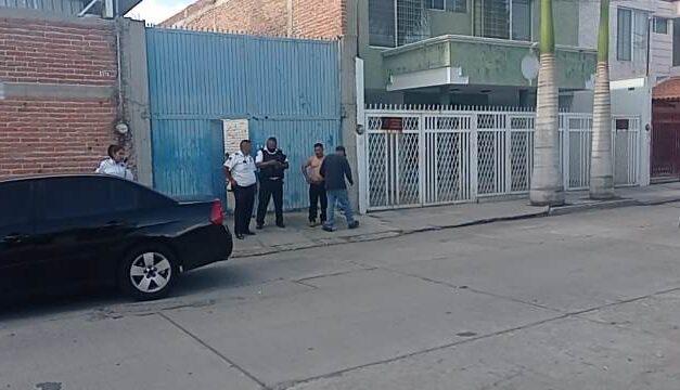 ¡Adolescente murió aplastado por un auto en un taller mecánico en Aguascalientes!