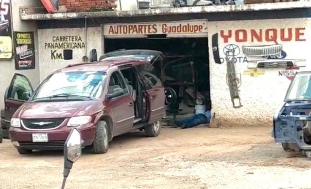 ¡Ejecutaron a tres hombres en un yonque en Guadalupe y les dejaron un narco-mensaje!
