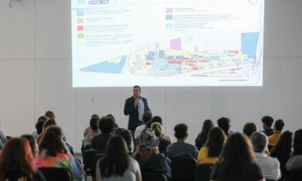 ¡Presentan a estudiantes de la Universidad de las Artes el proyecto del Corredor Tres Centurias!