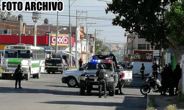 ¡Ejecutaron a un taxista e hirieron a una mujer en la zona Centro de Fresnillo!