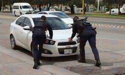 """¡Policías estatales capturan a dos sujetos y les aseguran casi 20 kilos de """"crystal"""" en Aguascalientes!"""