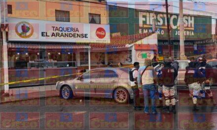 ¡Incendiaron el auto de padre e hijo ejecutados en una taquería en Guadalupe!