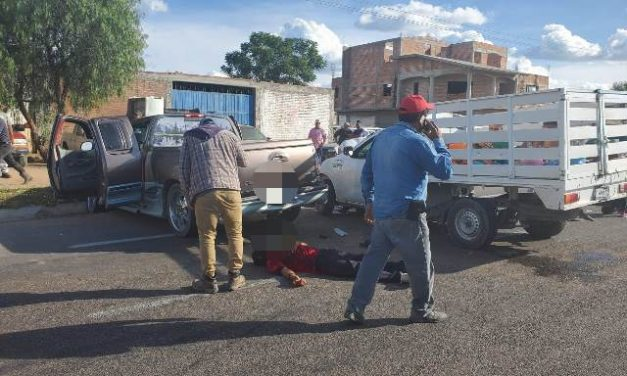 ¡Choque entre 2 camionetas en Aguascalientes dejó 10 heridos, algunos de Zacatecas!