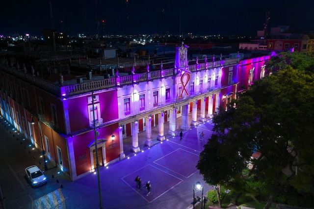 ¡Municipio instala iluminación rosa durante el mes de la lucha contra el cáncer de mama!