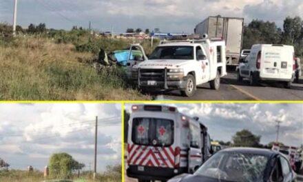 ¡Choque entre auto y camioneta dejó saldo de 1 muerto en Encarnación de Díaz!